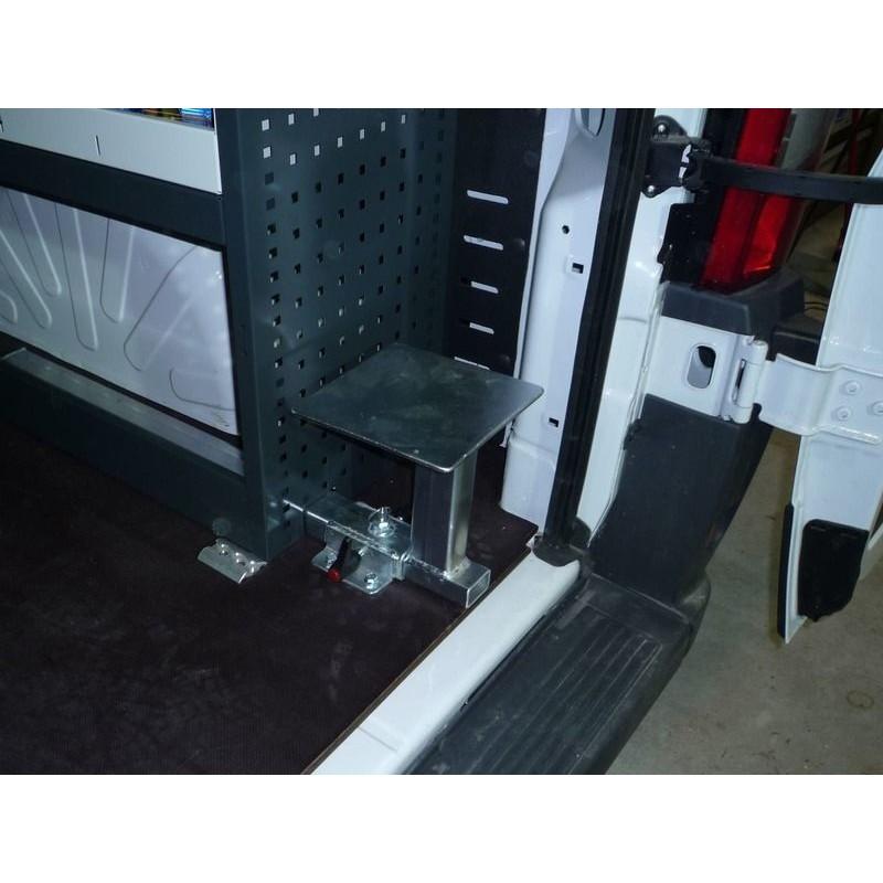 banco extensible para tornillo de banco en furgoneta taller