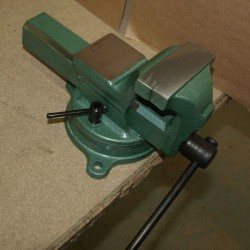 Tornillo de banco 125 mm con base giratoria y forjado
