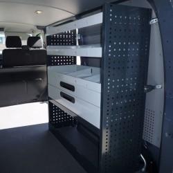 Equipamiento de furgonetas con mobiliario para herramientas