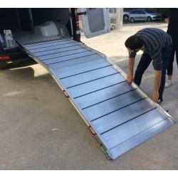 Rampa instalable de aluminio, largo 2 metros, ancho 80 centimetros y 700 kilos de carga