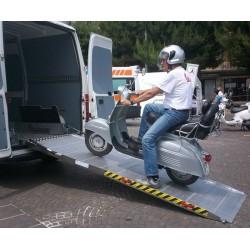 Rampa instalable 2,5 metros X 1 metro de aluminio y 700 kilos de carga